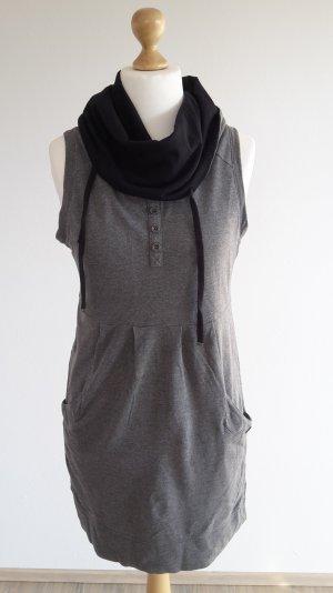 Kleid von QS mit weitem Kragen
