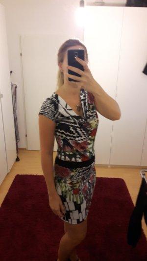 Kleid von Smash mit Wasserausschnitt