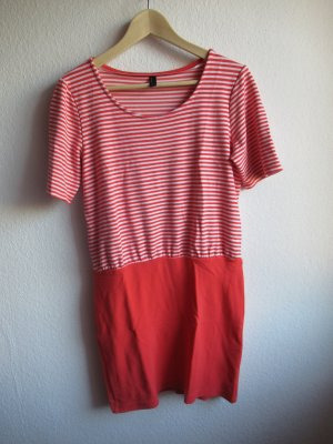 Kleid von Vero Moda, Figurschmeichelnd, Größe M