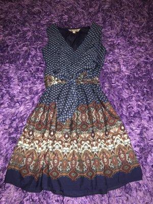 Kleid von Yumi ein Hingucker