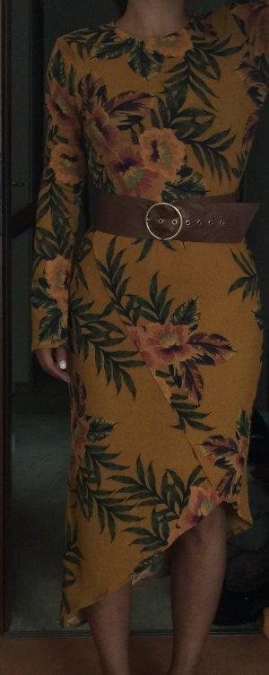 Zara Robe mi-longue orange doré