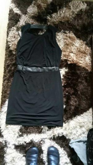 Kleid vorne seriös und hinten gewagt