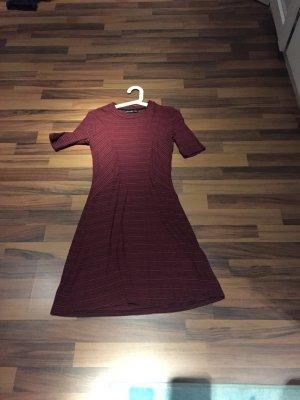 Kleid, wenig getragen, gestreift