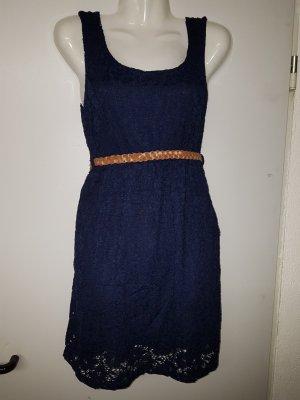 Kleidchen in dunkelblau, Minikleid, mit Rüschen