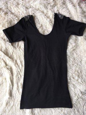 Kleidchen mit Schulterdetails