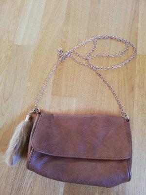 Kleine braune Handtasche von Bershka