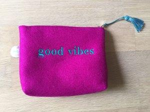 """Kleine Filztasche mit """"Good Vibes"""" Stickerei - NEU"""