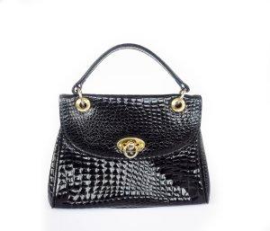 kleine Lederhandtasche mit goldenen Beschlägen