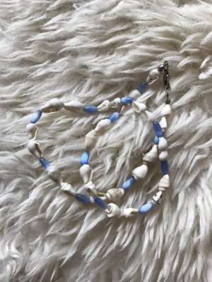 Shell Necklace white-light blue