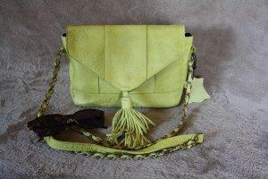 Kleine Pieces Schultertasche in gelb mit Bommel, Leder, nie getragen