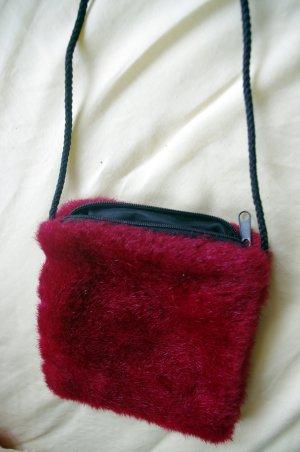 Kleine rote Felltasche mit Reißverschluss