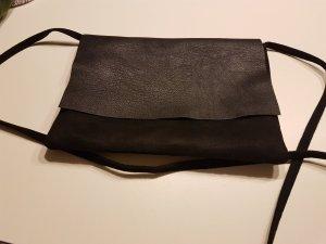 Kleine Schultertasche  in schwarz