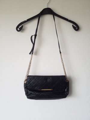 kleine schwarze Handtasche zum Ausgehen mit goldenen Elementen