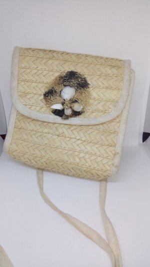 Kleine Tasche geflochten Strand Muscheln Sommer