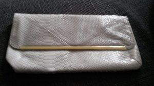 kleine Tasche in hell grau.