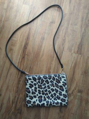 Kleine Tasche mit Leopardenmuster