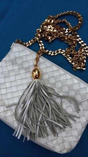 Kleine Tasche mit Troddelanhänger und massiver Kette
