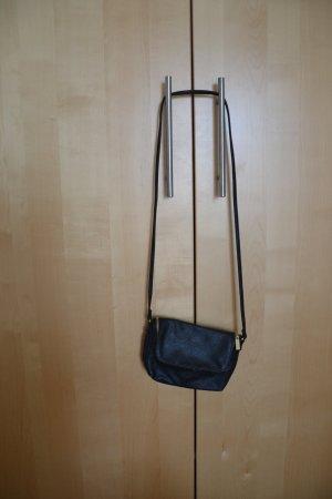 Kleine Umhängetasche von H&M in schwarz