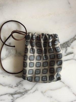 Kleines Säckchen mit blau-grauem Muster