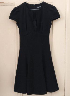 Kleines Schwarzes Minikleid