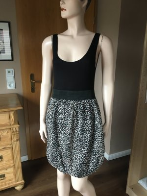 Kleines Sommerkleid mit Ballonrock in Größe 38