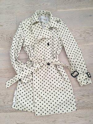 Kling's Trench Coats Mantel
