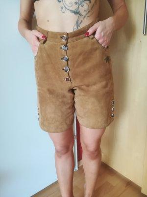 Vestido tradicional marrón arena