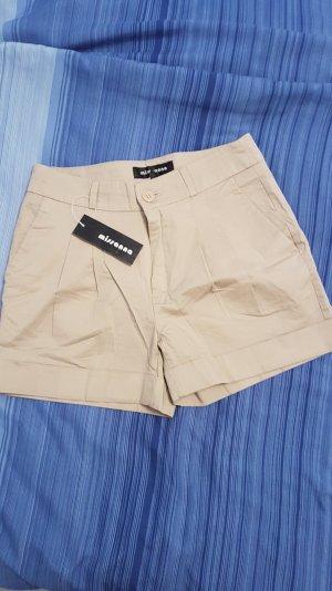 Knackige Shorts in Beige