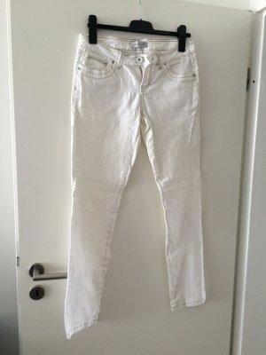 Knackige weiße Jeans für den Sommer