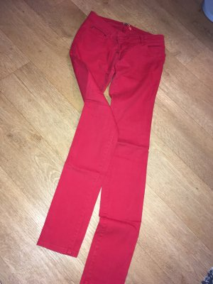 Knall Rote Jeans