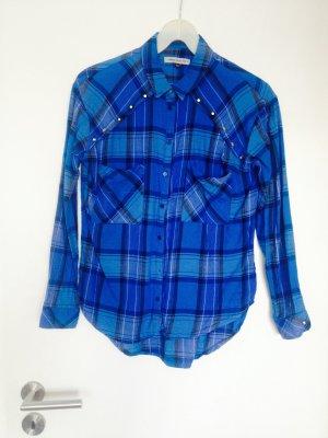 knallblaue Karobluse / Hemd mit Nieten in S von Bershka