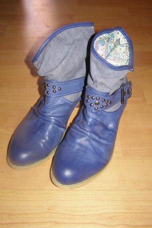 knallig blaue Stiefeletten