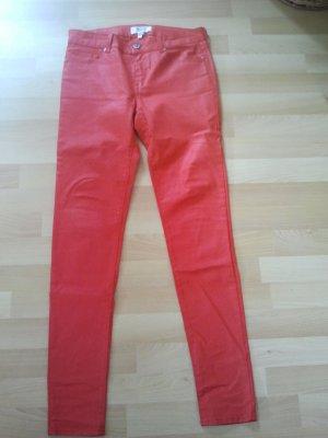 Knallig rote Hose im Stil von Lederimitat von Mango in Größe 38