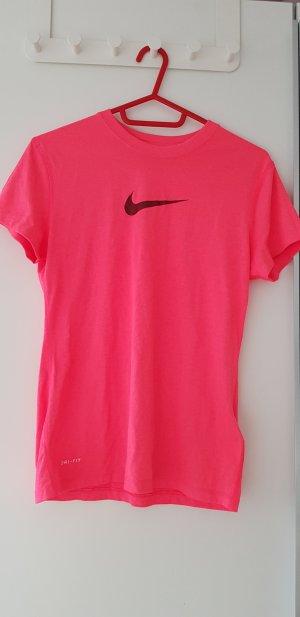 Knalliges Nike-Shirt
