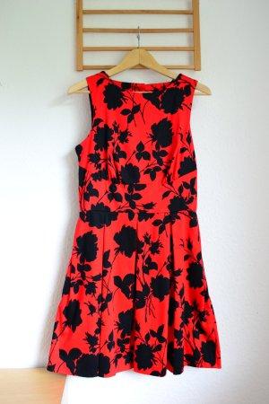 Knalliges Sommerkleid mit tollem Rückenausschnitt