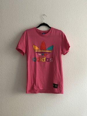 Knallpinkes Shirt von Adidas