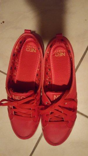 Knallrote Sneakers von Adidas Neo