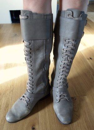 Kniehohe graue Schnürstiefel