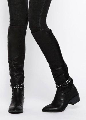 Kniehohe schwarze Stiefel mit Fesselriemen & Nieten von New Look in Gr. 38 NEU