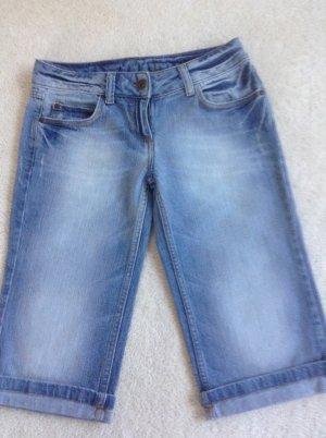 Knielange Jeansshorts / hellblau/ Gr. 34 XS