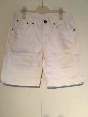 Knielange Shorts in Weiss
