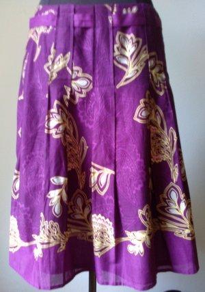 knielanger Rock von ESPRIT in violett mit zartem gelben Floralmuster