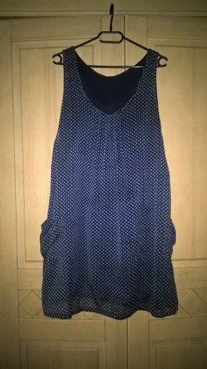 knielanges dunkelblaues Kleid