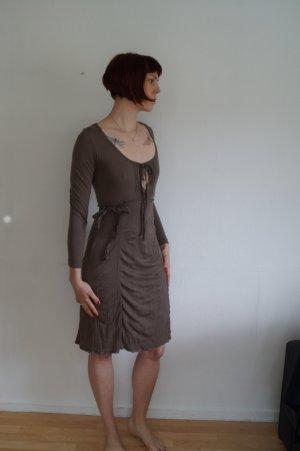 knielanges Jerseykleid mit vielen Details