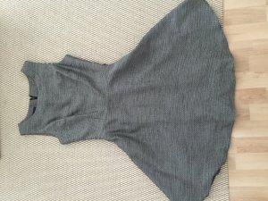 Knielanges Kleid in weiß schwarz