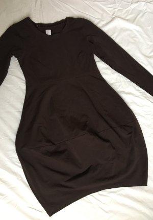 Knielanges Kleid mit Ballonrock von Deerberg