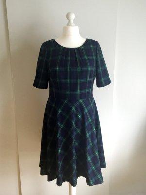 Knielanges Kleid mit Karomuster