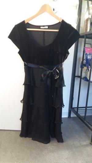 knielanges schwarzes Kleid