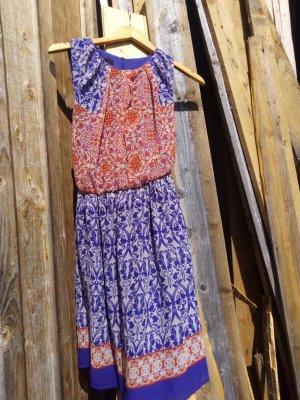 knielanges Sommerkleid farbenfroh