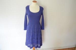 knielanges Strickkleid mit 3/4-Armen blau lila